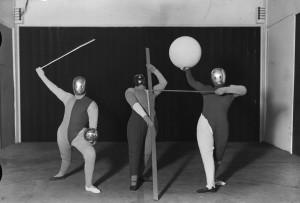 Oskar Schlemmer (Inszenierung) und Erich Consemüller(Fotografie), Bauhausbühne, Formentanz, erste Szenenfassung, 1927